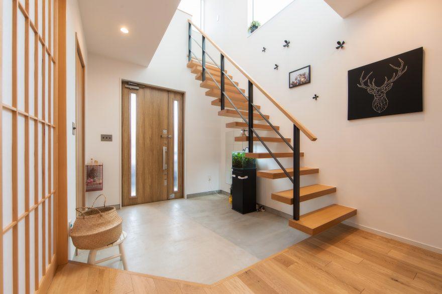 浮遊階段のあるお家