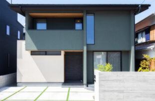 塗り壁が印象的な和モダンなお家